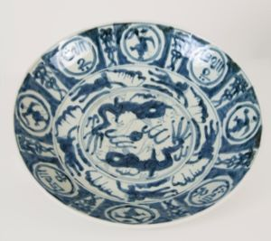 Image of Swatow Ware Dish with Arabic Inscriptions and Dancing Figures